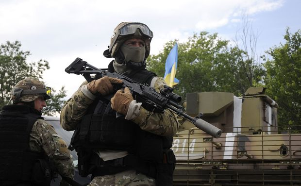 Ukrainian servicemen stand at the military camp near the town of Svyatogorsk in Eastern Ukraine, June 20, 2014. Russia said a ceasefire announced by Ukrainian President Petro Poroshenko on Friday was not a peace offer but an ultimatum to pro-Russian separatists, Russian news agencies cited the Kremlin press service as saying. REUTERS/Stringer (UKRAINE - Tags: POLITICS CIVIL UNREST MILITARY)