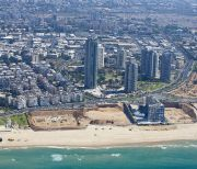 View of the coastal Israeli city of Rishon le Tzion.  October 11, 2013. photo by Issam Rimawi/FLASH90