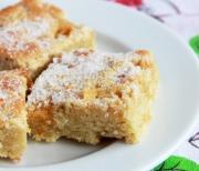 Яблочный пирог с сахарной посыпкой