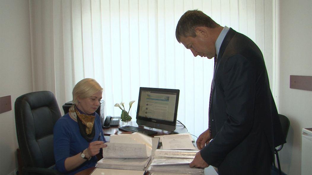 Шаповалов передав підписи кременчужан до Верховної Ради
