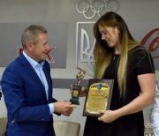 Нагородження найкращих спортсменок та тренерів квітня та травня 2018 року-36686
